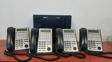 NEC SL1100 Phone System with 4 IP Handsets